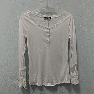 Long sleeved white shirt w/lace detail